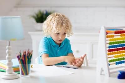 Gaya Belajar Visual Pada Anak, Bagaimana Ciri dan Cara Mengoptimalkannya?