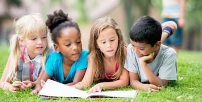 Cara Membuat Anak Suka Baca Buku, Nomor 4 Penting Banget, Moms