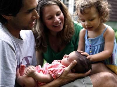 Agar Tak Cemburu, Perhatikan 4 Hal Ini Pada Si Sulung Setelah Anak Kedua Lahir, Moms