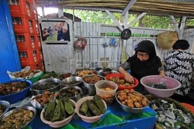 Berkunjung ke Cirebon? Jangan Lupa Cicipi Nasi Jamblang yang Nikmat dan Gurih