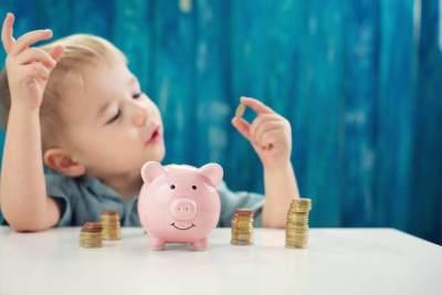 4 Aktivitas Menyenangkan Untuk Mengajarkan Anak Tentang Uang
