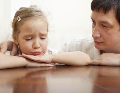 Ini yang Bisa Moms Lakukan Saat Tuntutan Pergaulan Anak Terlalu Tinggi