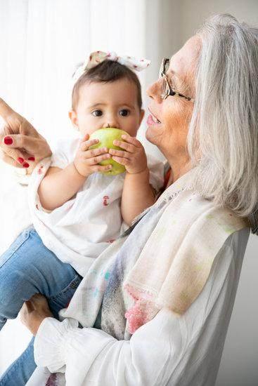 Pertimbangkan Dengan Matang, Ini Pro Kontra Menitipkan Anak Pada Orangtua