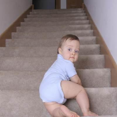 5 Hal yang Harus Diperhatikan Saat Bayi Sudah Bisa Merangkak
