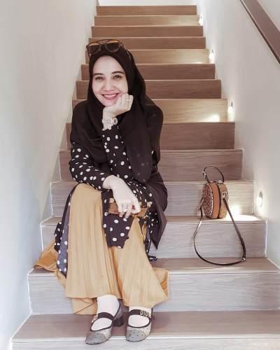 5 Inspirasi Padu Padan Style Hijab Menutup Dada Ala Zaskia Sungkar