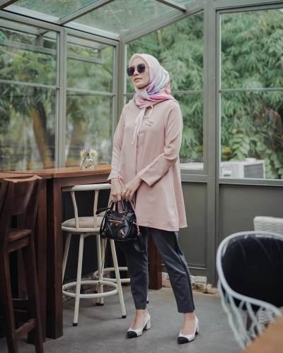 Tampil Modis Kekinian dengan Inspirasi Padu Padan Hijab Voal Motif Ala Mega Iskanti