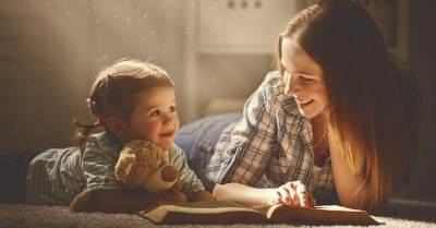 Yuk Bacakan Dongeng Sebelum Tidur Pada Anak! Ternyata Banyak Manfaatnya