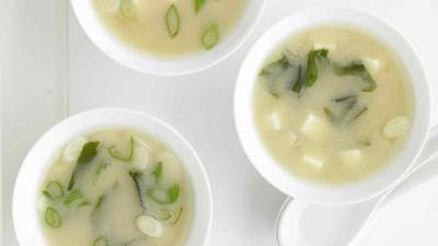 Si Kecil Suka Makanan Jepang? Coba Resep Sup Miso Rumahan Ini, Moms!
