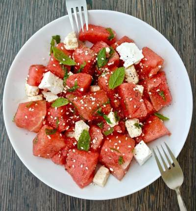 1. Salad Semangka dan Biji Wijen