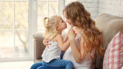 5 Tips Mencegah Kecemburuan Anak Pertama Menjelang Kelahiran Sang Adik