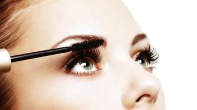 4. Gunakan Eyelash Serum