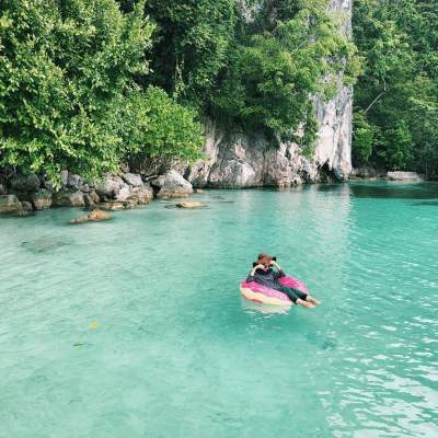 Gak Cuma Luar Negeri, Cek Destinasi Traveling Dalam Negeri Ala Mega Iskanti yang Recommended