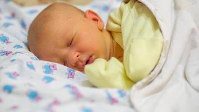 Bayi Kuning Setelah Lahir? Kenali Penyebab dan Penanganannya, Moms!