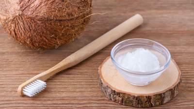 Minyak Kelapa Asli (Virgin Coconut Oil) Sebagai Pasta Gigi