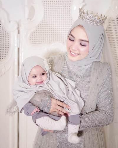 Inspirasi Outfit Ibu & Anak Ala Hamidah Rachmayanti dan Shireen, Cantik Banget, Lho!