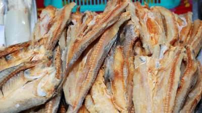 Bolehkah Ibu Hamil Makan Ikan Asin? Ketahui Aturan Konsumsinya Yuk!