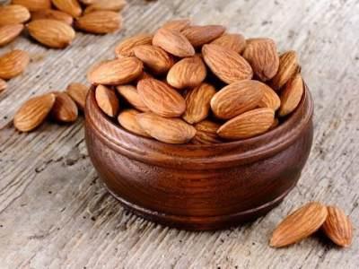 2. Kacang Almond