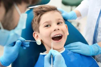 Cegah Gigi Berlubang, Ini Manfaat Fluoride Treatment untuk Anak