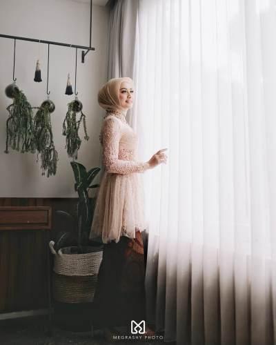 Tampil Cantik dan Anggun, Intip Momen Spesial Helmi Nursifah dari Lamaran Hingga Pernikahan