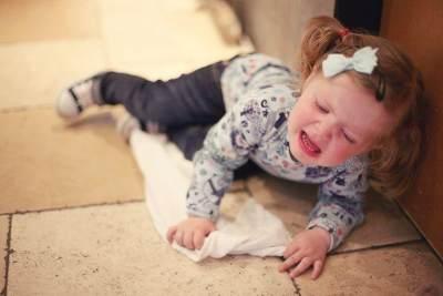 Jangan Marah, Moms! Coba Redakan Tantrum Anak dengan Kata-kata Cinta