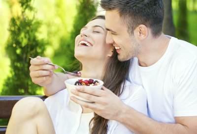 Jaga Komunikasi dengan Suami, Pertahankan Kebiasaan Ini Seumur Hidup