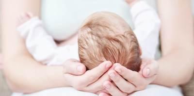 Pijat Kulit Kepala Bayi