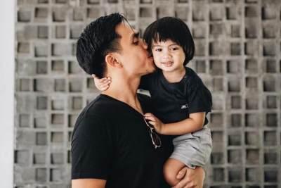 Papa Goals! Ini Potret Kedekatan Ayah & Anak Selebgram Saat Liburan yang Bikin Iri
