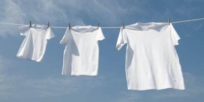 Cara Aman Menghilangkan Noda Pada Pakaian Putih, Simak Tips Merawatnya Juga Yuk!