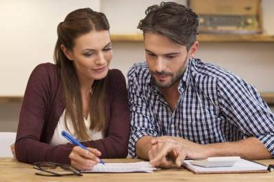 5 Cara Menghadapi Pasangan yang Terlalu Boros
