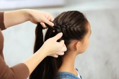 4. Tanpa ke salon, lakukan hair-do dengan mengepang rambutmu