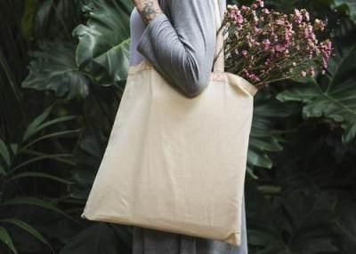 4. Jangan lupa bawa tote bag untuk jaga-jaga