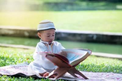 5 Tips Mendidik Anak Agar Mudah Menghafal Al-Quran, Ketahui Cara Cepatnya Yuk!