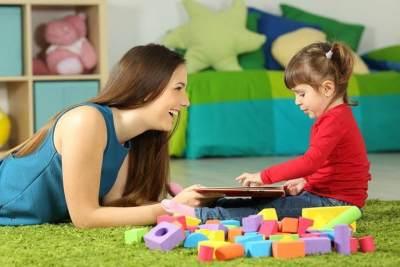 3 Manfaat Menemani Anak Bermain, Bisa Merangsang Kecerdasan Si Kecil Loh!