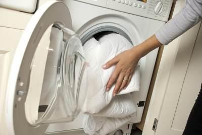 Tips Mencuci Bed Cover Agar Tidak Mudah Rusak, Lakukan 4 Langkah Ini, Moms