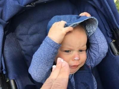 Pentingkah Sunscreen Untuk Bayi? Ketahui Tips Aman Memilih dan Menggunakannya