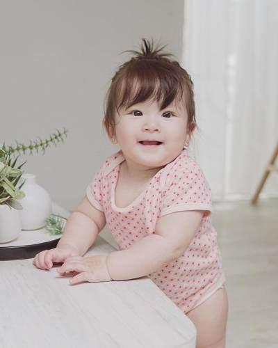 Mirip Baby Korea! Ini 7 Potret Menggemaskan Vechia, Anak Franda dan Samuel Zylgwyn
