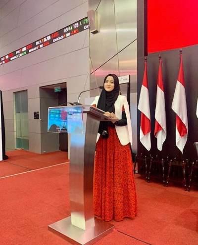 Stylish dan Sopan, Intip Inspirasi Fashion Hijab Ala Wirda Mansur yang Curi Perhatian!