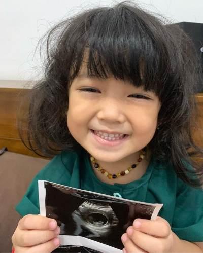 Hamil Anak Kedua, Jadi Kado Ulang Tahun Terindah Bagi Tantri Kotak
