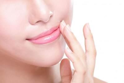 4. Mengatasi Bibir Pecah-pecah