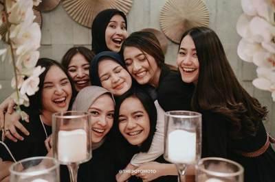 Dari Putri Huan Zhu Hingga Jeng Kelin, Ini 6 Potret Serunya Bridal Shower Cut Meyriska