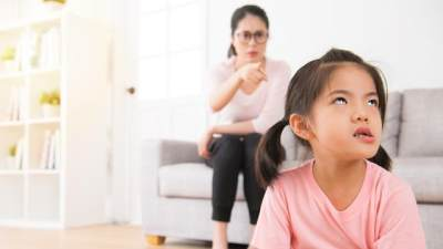 Hindari Dari Sekarang! Ini 5 Kesalahan Fatal Orangtua Dalam Mendidik Anak