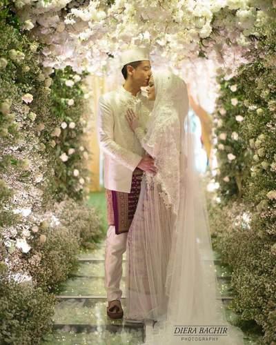 Sah! Intip Momen Pernikahan Cut Meyriska dan Roger Danuarta yang Sweet Banget!