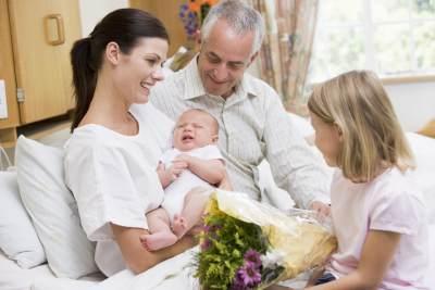 Etika Menjenguk Ibu Melahirkan dan Bayi Baru Lahir, Perhatikan 5 Hal Ini Ya!