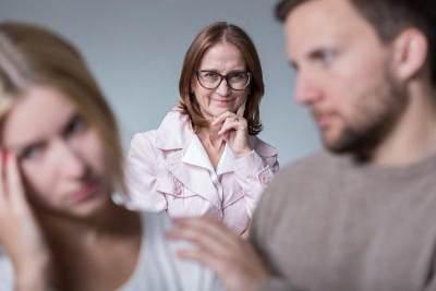 Bingung Menghadapi Mertua yang Selalu Ikut Campur, Coba 5 Langkah Ini