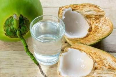 Tips Aman Konsumsi Air Kelapa Muda Saat Hamil, Intip Yuk Moms!
