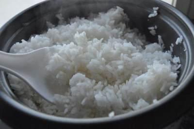 Menghangatkan Nasi Sisa Berbahaya? Cari Tahu Fakta dan Cara yang Benar Yuk!