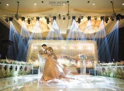 Mewah Abis! Ini 8 Potret Bahagia Resepsi Pernikahan Cut Meyriska dan Roger Danuarta