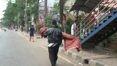Fakta Di Balik Video Viral Ayah Gendong Jenazah Anaknya Pulang dari Puskesmas