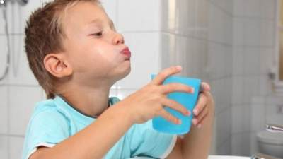 Aman Untuk Anak, Atasi Sariawan dengan 5 Obat Kumur Alami Ini