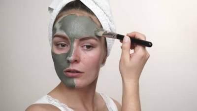 4. Menggunakan Clay Mask Terlalu Tebal